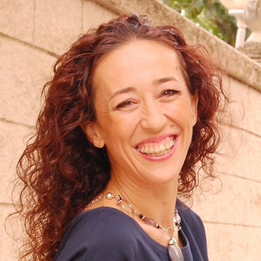 Esperanza Sánchez es Conferencista Internacional y Coach transformacional, emprendedora y amante de la vida. Desarrolla su misión de vida a través del coaching transformacional y las conferencias, ayudando a las mujeres, y a cualquier persona que esté dispuesta a transformar sus vidas y convertirse en lo que siempre han soñado ser.